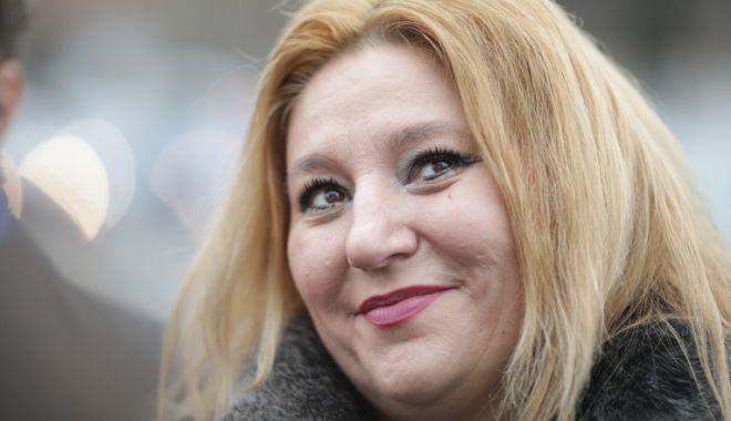 Diana Şoşoacă, după scandalul din Parlament: Îmi voi lua inclusiv permis de port-armă - c2g9zjk3nmmxm2vmm2jkmjfjowmwodez-1618381363.jpg