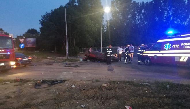 Galerie FOTO. Mașină răsturnată din cauza vitezei. Victima este conștientă - c68534210cc6440eb42976fcb212f6e8-1593198740.jpg