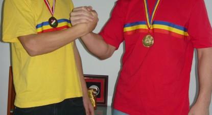 Frații Caraș se luptă ca leii - c74b0dba21f8e695bf2546f4a0b1266d.jpg