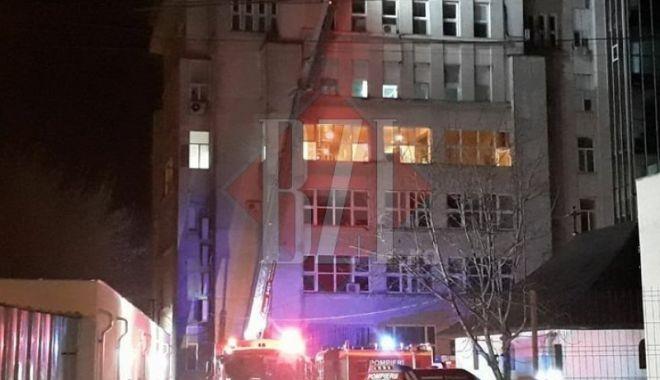 Foto: UPDATE / Blocul operator cuprins de foc NU deţine autorizaţie de securitate la incendiu!