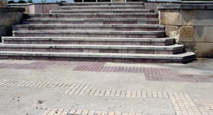 Foto: Buruienile riscă să acopere monumentele din Cimitirul Eroilor (galerie foto)