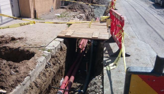 Foto: Cablurile aeriene de pe bulevardul Mamaia vor dispărea în scurt timp