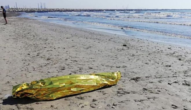 Foto: Alertă la 112. Un cadavru adus la mal, la Năvodari. Se pare că este elevul militar înecat marţi