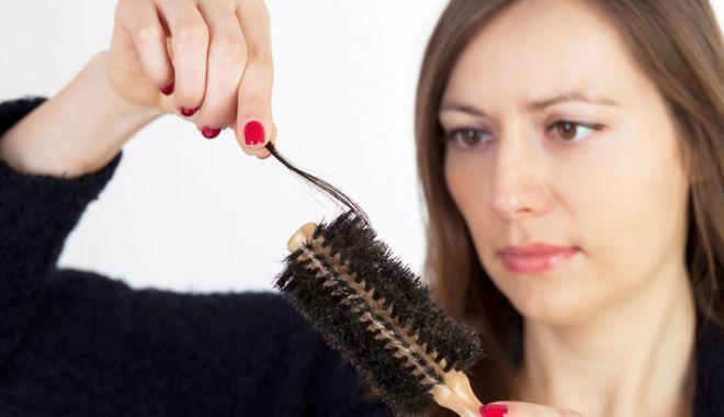 Foto: De ce le cade părul femeilor