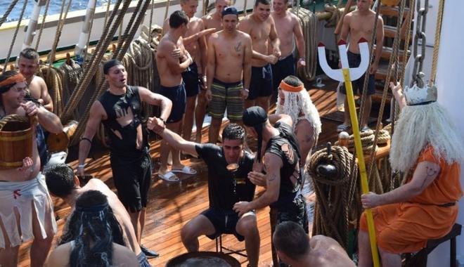 """Foto: Binecuvântaţi de Zeul Neptun! Botez la bordul bricului """"Mircea"""""""