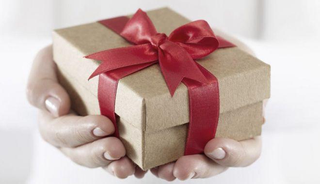 Sărbătoarea îndrăgostiţilor. De unde cumpărăm cadouri pentru cei dragi