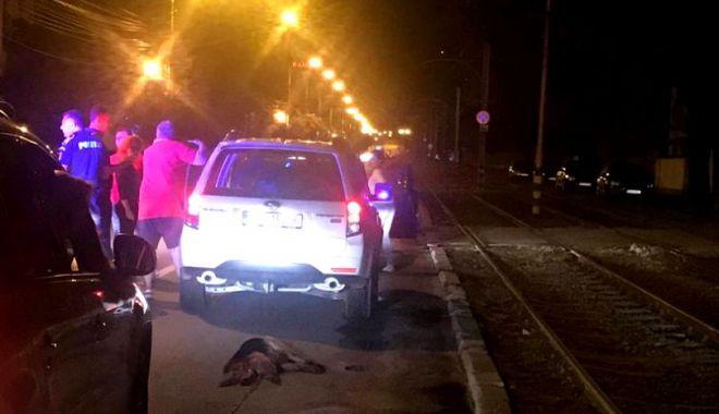 Foto: SCENE REVOLTĂTOARE! Câine legat de mașină și târât prin trafic