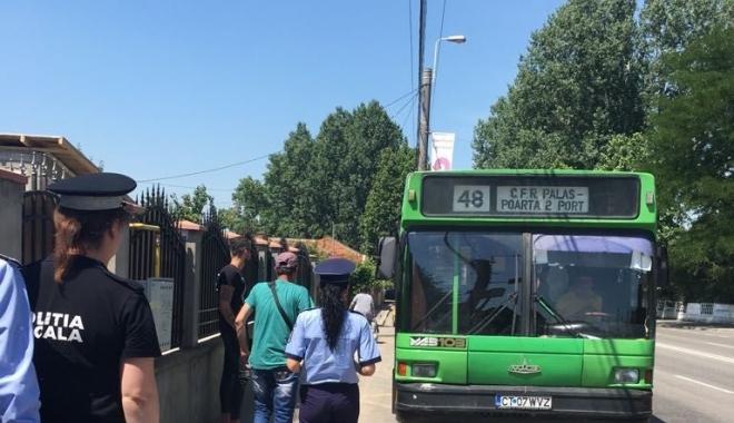 Foto: Călătorii RATC, preveniţi de poliţişti despre furturile din buzunare