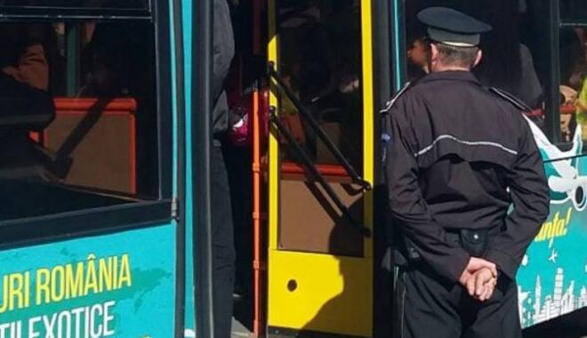 Foto: Călătorii frauduloşi şi şoferii  de microbuze, amendaţi de poliţişti