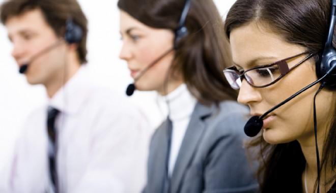 Operatorii din call center-uri pot suferi de afecţiuni ale vocii