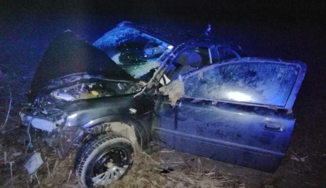 Foto: S-a răsturnat cu mașina după ce a lovit un cal
