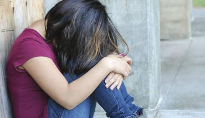 Calvarul unei adolescente. Şantajată să facă sex cu iubitul mamei - calvarul-1453742995.jpg