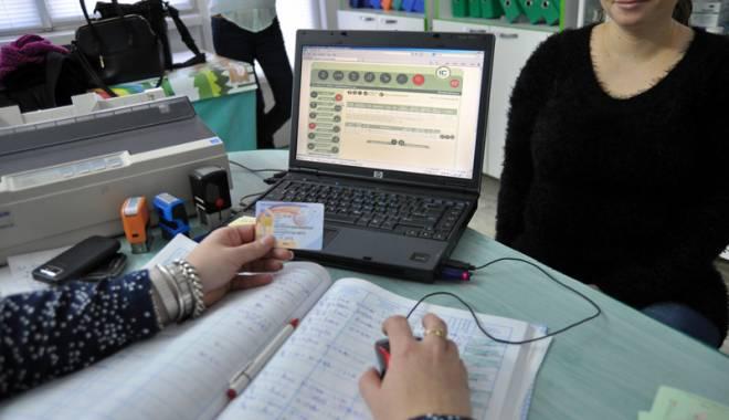 Foto: ÎN SFÂRŞIT! Cardul de sănătate şi-a revenit, după trei zile de blocaj