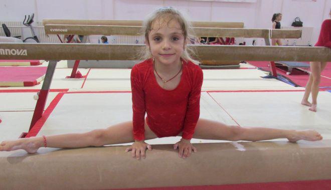 De la amintiri din Epoca de aur, la talentul fiicei sale. Camelia Voinea: