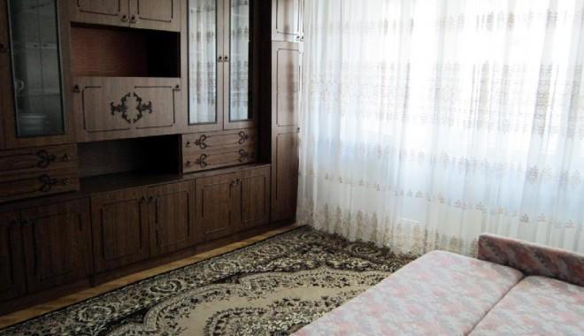Foto: Cu cât ne mărește chiria un dulap vechi și un pat care scârțâie