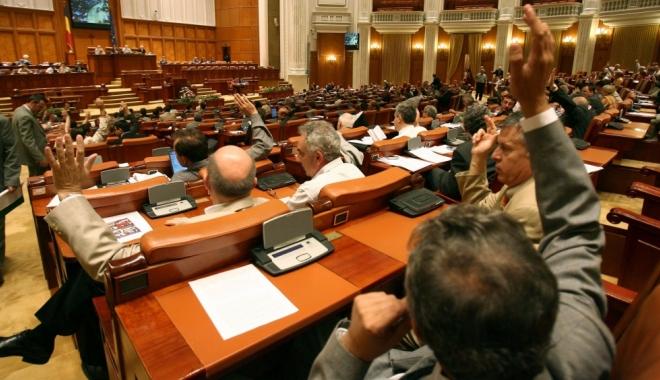 Foto: Sesiune extraordinară pentru Ordonanțele privind pensiile speciale și salariile polițiștilor