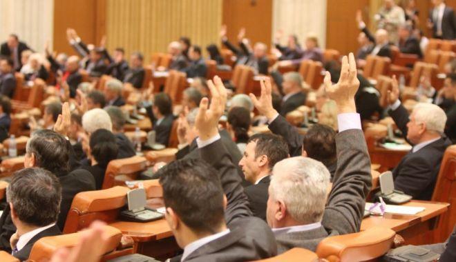 Camera Deputaților și-a modificat regulamentul: este interzisă desfășurarea de bannere în plen - camera1530683152-1536321233.jpg