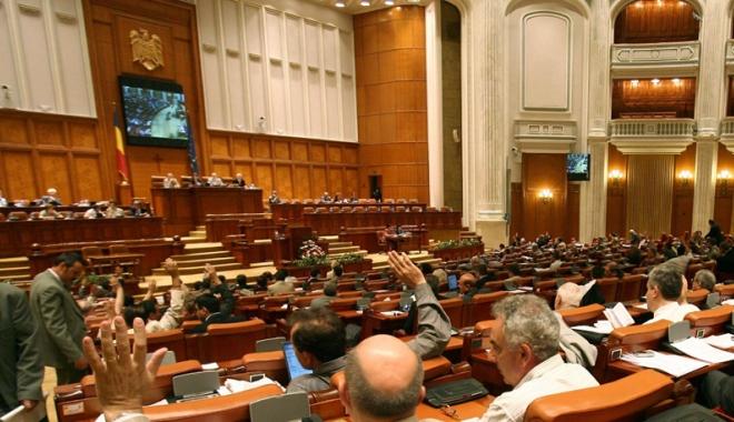 Foto: Deputaţii dezbat, astăzi, moţiunea privind transporturile