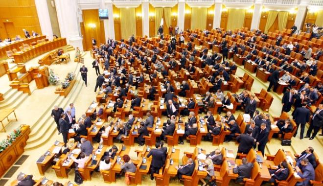 Foto: Ce salarii au angajaţii Camerei Deputaţilor. Cât câştigă Liviu Dragnea şi şoferul acestuia