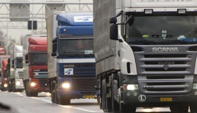 Foto: Transportatorii anunţă proteste dacă autorităţile nu respectă legislaţia privind restituirea supraacizei la motorină