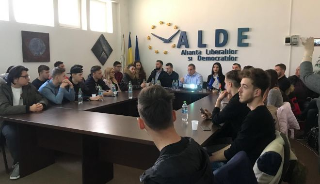 """Foto: """"Campania electorală între mit și realitate"""", seminar organizat de ALDE Constanța"""
