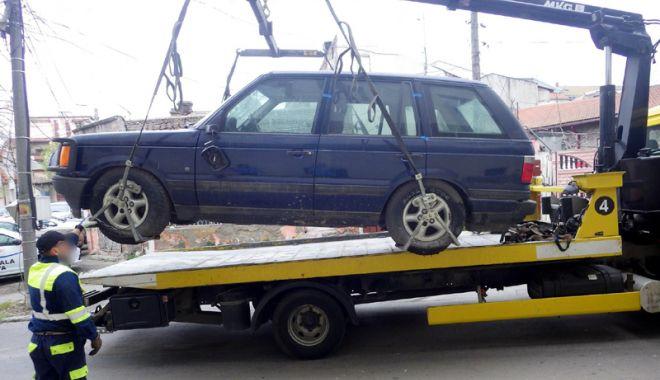 Foto: Autovehiculele abandonate în Constanţa, ridicate de primărie