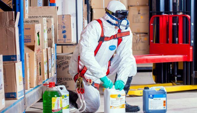 Foto: Cum puteţi lucra în siguranţă cu substanţele periculoase