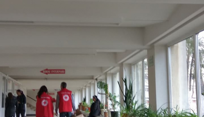 Crucea Roşie Constanţa a donat cearșafuri speciale maternităţii Spitalului din Medgidia - campaniecrucearosie-1515768914.jpg