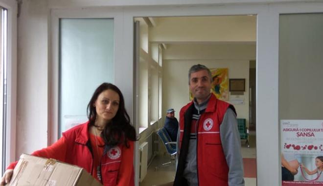 Crucea Roşie Constanţa a donat cearșafuri speciale maternităţii Spitalului din Medgidia - campaniecrucearosie1-1515768922.jpg