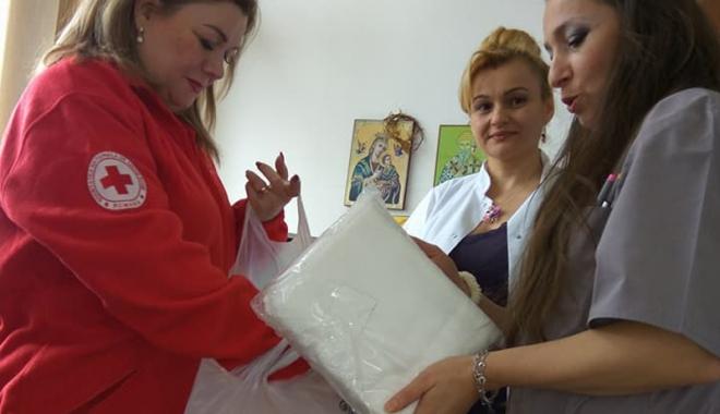 Foto: Crucea Roşie Constanţa a donat cearșafuri speciale maternităţii Spitalului din Medgidia