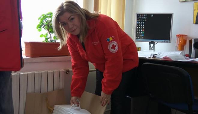 Crucea Roşie Constanţa a donat cearșafuri speciale maternităţii Spitalului din Medgidia - campaniecrucerosie3-1515768898.jpg