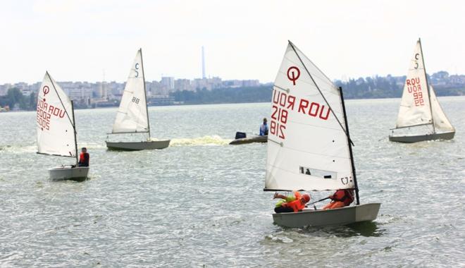 Foto: Campionatul Județean de yachting, cu toate pânzele sus!