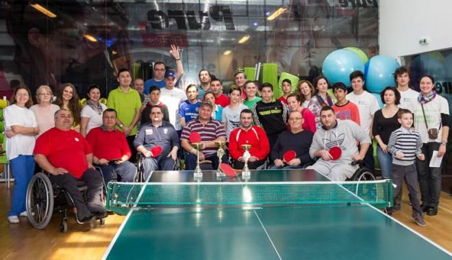 Foto: Campioni la tenis de masă, în scaun cu rotile