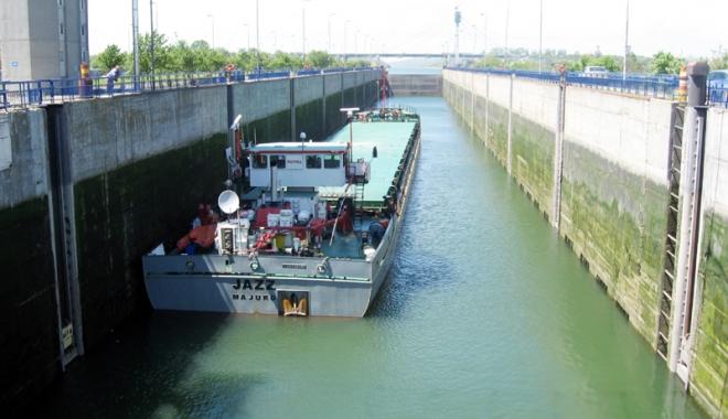 Foto: Canalele navigabile aşteaptă noua recoltă de cereale