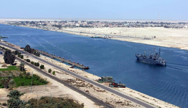 Foto: Canalul Suez - o afacere pentru investitorii şi constructorii români