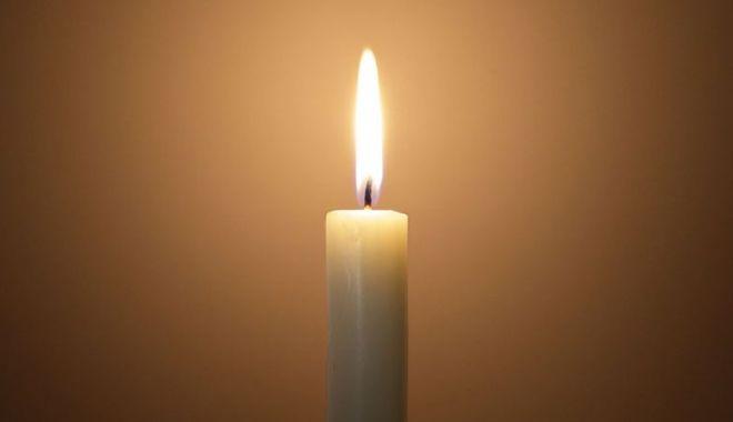 Doliu în învățământul constănțean. A murit un cunoscut profesor de limba română - candela-1571042428.jpg