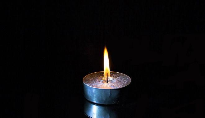 Doliu în teatrul constănţean. Regizorul Gheorghe Jora a trecut la cele veşnice - candelalumanaredeces-1624363272.jpg