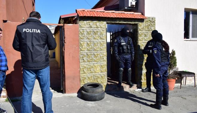 Foto: Trafic cu droguri şi xanax, în centrul Constanţei. 26 de indivizi, reţinuţi