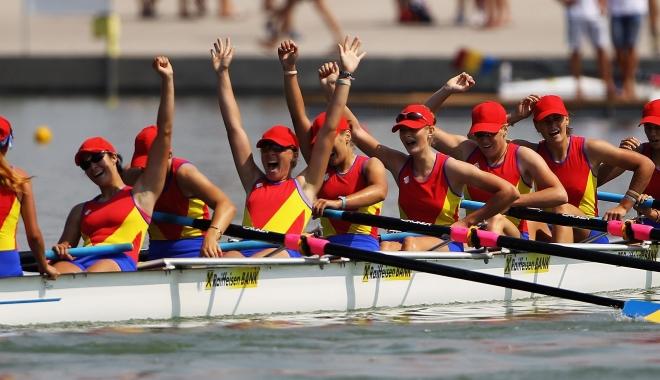 Foto: Canotaj / Medalie de aur pentru România, la 8+1 feminin, în Cehia