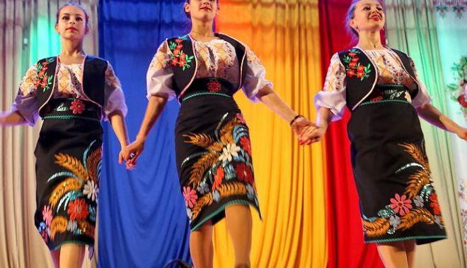 Foto: Festival de cântece populare româneşti