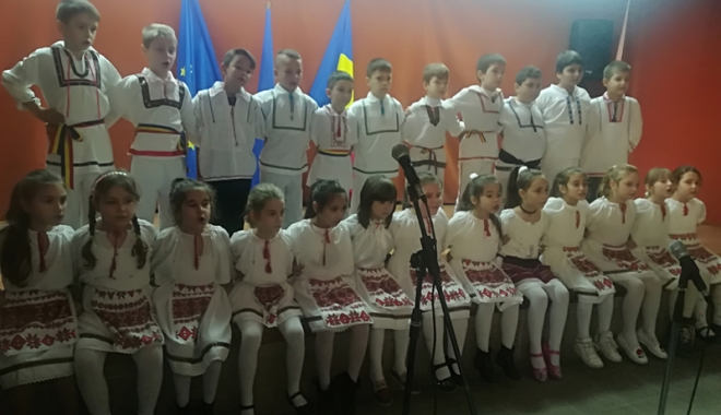 Foto: Cântec, joc şi voie bună, de Ziua Dobrogei, la Şcoala nr. 1 Poarta Albă