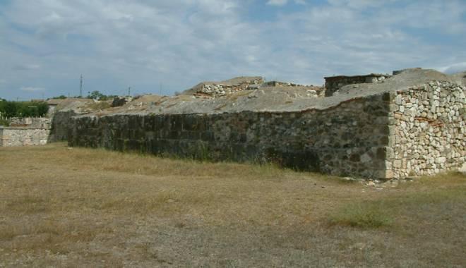 Galerie foto. Cetățile dobrogene Carsium și Capidava, în atenția UNESCO - capidavaruinegf10-1427826881.jpg