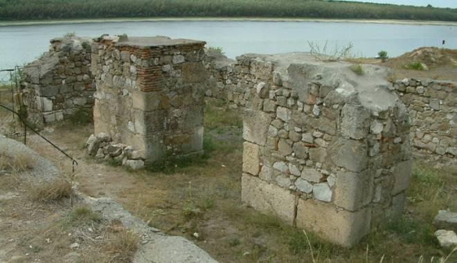 Galerie foto. Cetățile dobrogene Carsium și Capidava, în atenția UNESCO - capidavaruinegf11-1427826887.jpg