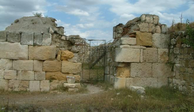 Galerie foto. Cetățile dobrogene Carsium și Capidava, în atenția UNESCO - capidavaruinegf12-1427826892.jpg