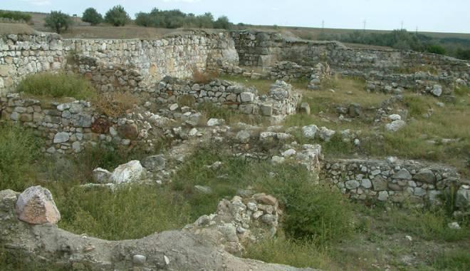 Galerie foto. Cetățile dobrogene Carsium și Capidava, în atenția UNESCO - capidavaruinegf17-1427826907.jpg