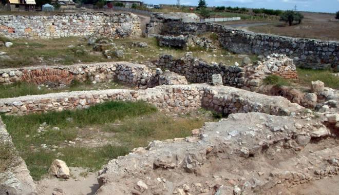 Galerie foto. Cetățile dobrogene Carsium și Capidava, în atenția UNESCO - capidavaruinegf2-1427826832.jpg
