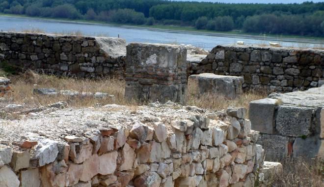 Galerie foto. Cetățile dobrogene Carsium și Capidava, în atenția UNESCO - capidavaruinegf4-1427826846.jpg