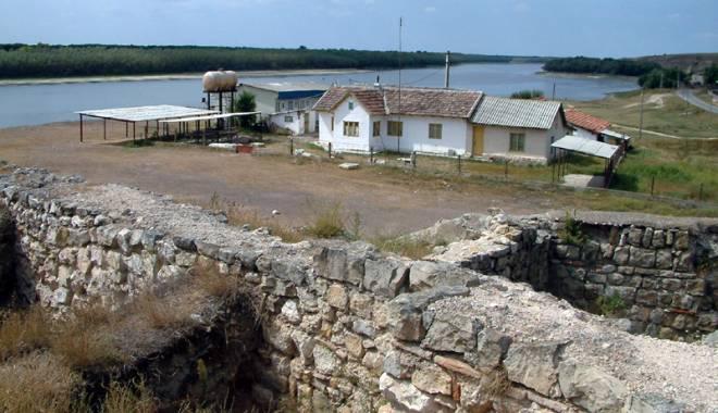 Galerie foto. Cetățile dobrogene Carsium și Capidava, în atenția UNESCO - capidavaruinegf8-1427826869.jpg
