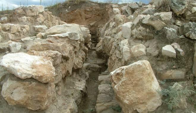 Galerie foto. Cetățile dobrogene Carsium și Capidava, în atenția UNESCO - capidavaruinegf9-1427826875.jpg