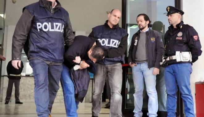 Foto: Capii mafiei italiene se întrunesc în camere frigorifice pentru a nu fi interceptaţi de poliţişti